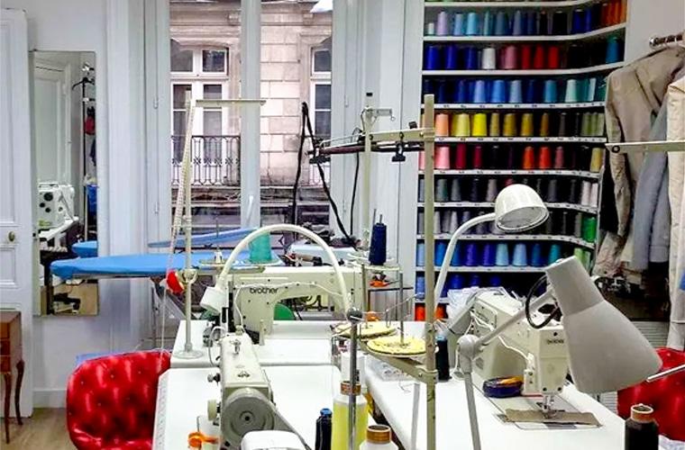 service couture Toutes retouches et travail sur mesure